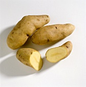 Potatoes (variety: Ratte), whole and halved