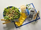 Gesundes Büroessen: Eichblattsalat mit Pfannkuchenröllchen