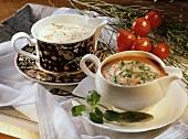 Tomatencremesauce mit Basilikum und Bechamelsauce mit Muskat