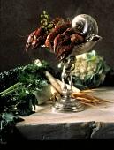 Stillleben mit Zutaten für Leipziger Allerlei (Krebse, Gemüse)