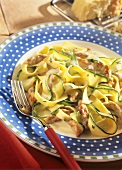 Courgettes with pasta & turkey breast fillet in white sauce