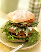Double-decker: burger with two burgers, tomatoes, rocket