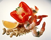 Half red pepper, shrimps, brown rice, cashew kernels, lemon