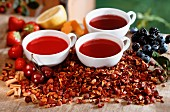 Red fruit teas between fresh and dried fruits