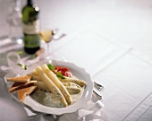 White Asparagus in a Lemon Sauce with Toast and White Wine