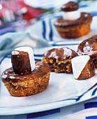 Marshmallow-Muffins mit Schokoladenguss und Marshmallows