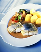 Fried pike-perch in pepper sauce with potatoes