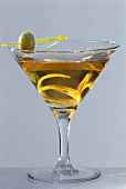 Manhattan Dry with whisky, vermouth, olive and lemon zest