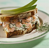 Quark and shrimp sandwich with dill
