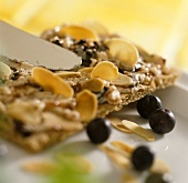Crispbread with blueberry butter and almond flakes