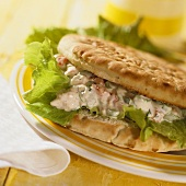 Filled pitta bread with tuna and salad leaves