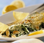 Gratin of cod fillet with spinach and flaked almonds