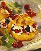 Cream puffs with berries and soft cheese