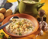 Potato soup with garlic and parsley