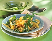 Mangetout salad with carrots and sunflower seeds