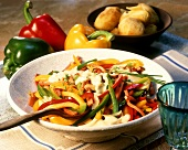 Paprika-Geschnetzeltes mit Kartoffeln und Leberkäse