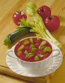 Tomato soup with courgettes and celery in soup bowls