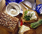 Hearty snack with wholemeal bread, herb quark & Camembert