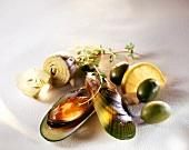 Miesmuschel mit Oliven, Artischocken und Zitrone