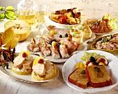 Buffet mit Schinkenrollen, Pasteten, belegten Broten etc.