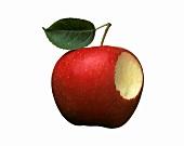 Ein angebissener roter Apfel mit Stiel und Blatt