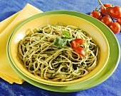 Spaghetti al pesto di rucola (Spaghetti with rocket pesto)