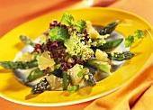 Asparagus salad with mangetouts and lemons