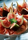 Prosciutto e fichi (Parma ham with fresh figs)