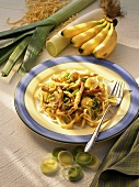 Noodles (Spaetzle) with creamed meat sauce, leeks & bananas