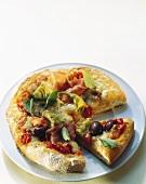 Pizza capricciosa (Pizza mit Schinken, Artischocken & Oliven)
