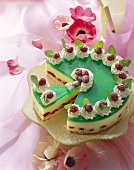 Woodruff & champagne gateau with raspberries and cream