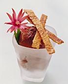 Schoko-Eis mit süssen Tortilla-Sticks