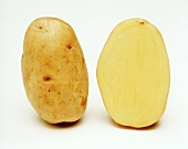 Potato (variety: Karsa), whole and in cross section