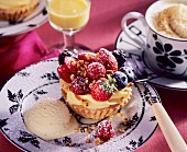 Advocaat tartlet with berries and vanilla ice cream
