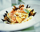 Fettuccine alla marinara (Ribbon pasta with shrimps & mussels)