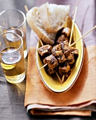 Moorish meat kebabs with white bread and sherry