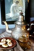 Arabische Teeszene mit süssem Gebäck