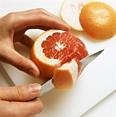 Rosa Grapefruit filetieren