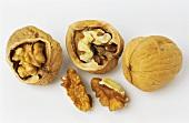 Walnuts and walnut kernels