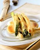 Baked asparagus with hollandaise sauce