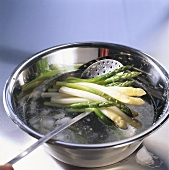 Refreshing cooked asparagus in iced water