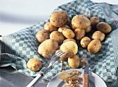 Peeling boiled potatoes