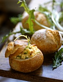 Filled roll with scrambled egg, bacon and dandelion leaves