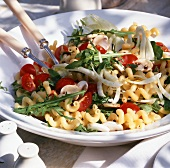 Pasta salad with cherry tomatoes, rocket and mushrooms