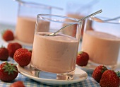 Strawberry yoghurt mousse in glasses