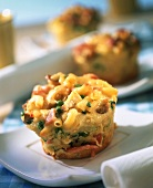 Noodle muffins with peas and ham