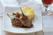 Saltimbocca d'agnello (Lamb cutlets with sage & ham)