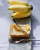 Banana and maracuya tartlet with vanilla pod