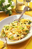 Linguine with mangetouts and white asparagus