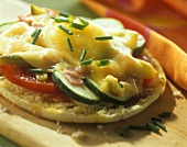 Pitta bread with vegetables, cheese and chives